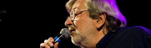 Bagagli smarriti sul volo Zante-Bologna: Guccini perde i testi di nuove canzoni