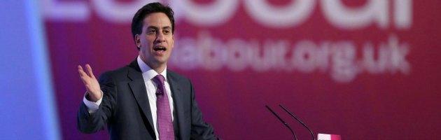"""""""Odiava il Regno Unito"""": guerra tra il Daily Mail e Miliband per un articolo sul padre"""
