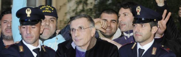 Camorra, prete denuncia il pizzo durante l'omelia: 5 arresti nel clan Zagaria