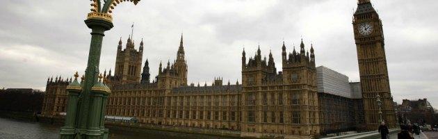 Regno Unito, spese pazze per i parlamentari tra hotel e viaggi in treno