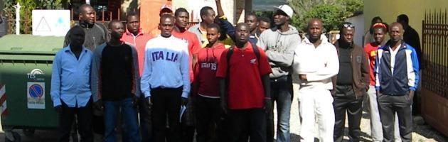 Piacenza, 21 profughi africani prendono in ostaggio vigili e carabinieri