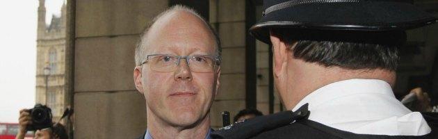 Bbc, le dimissioni del direttore e lo scandalo pedofilia: caos nella tv inglese
