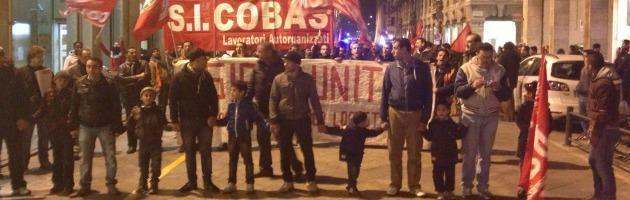Ikea choc, licenziati 107 facchini. Il corteo di protesta in piazza (video)