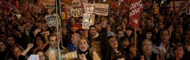"""Siviglia, freelance in manette durante corteo. """"Violata la libertà di stampa"""""""