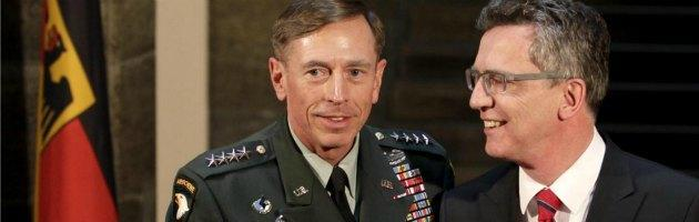 Petraeus, l'Fbi scopre il flirt: via dalla Cia. Ma sulle dimissioni pesa Bengasi