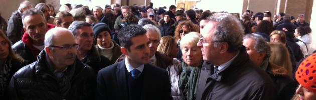 Pizzarotti si misura con la piazza. 300 commercianti protestano sotto al Comune