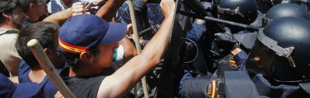 """Spagna, cariche della polizia sempre più aggressive. """"Protocollo violato"""""""