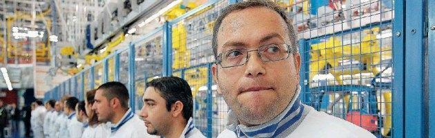 Fiat di Pomigliano, il ricatto di Marchionne. Petizione anti Fiom voluta dall'azienda