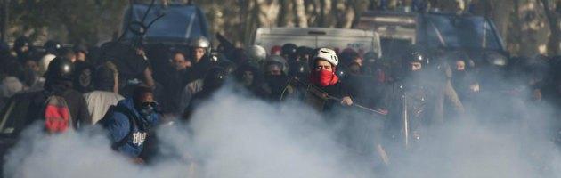 L'Europa in piazza contro l'austerity. Scontri a Roma: 8 arresti e 50 fermi