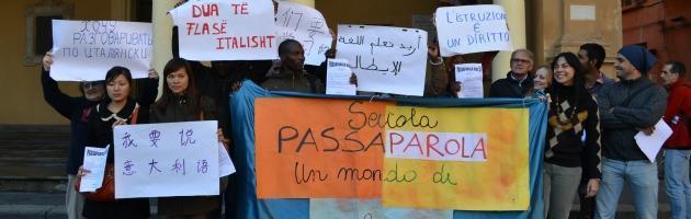 Parrocchia sfratta scuola per stranieri. In 500 senza più lezioni d'italiano
