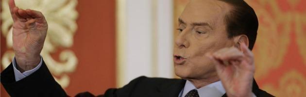 """Berlusconi: """"Casini si schieri con noi. Con Monti dati disastrosi"""""""