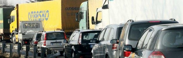 Stangata di Capodanno, nel 2013 aumentano prezzi autostrade e tariffe gas