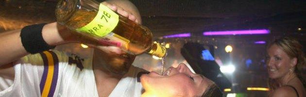 """Regno Unito, Cameron vuole alzare il prezzo degli alcolici. """"Controproducente"""""""
