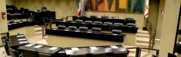 """Puglia, sforbiciate al consiglio regionale. """"Risparmi per quasi 5 milioni all'anno"""""""