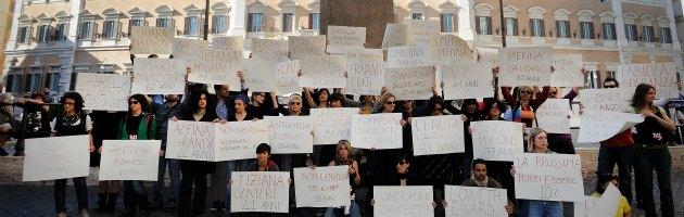 """La Spezia, """"Femminicidio? Colpa delle donne"""". Poi il parroco chiede scusa"""