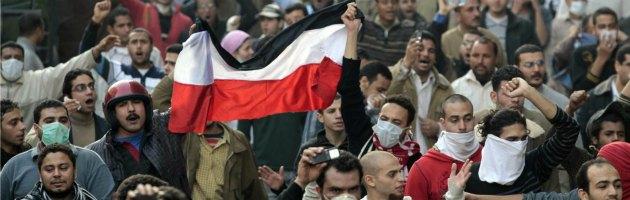 Egitto, scontri tra oppositori e sostenitori di Morsi. Cinque morti e molti feriti
