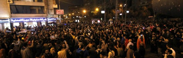 Egitto, assalto al Palazzo presidenziale. Morsi pensa al rinvio del referendum