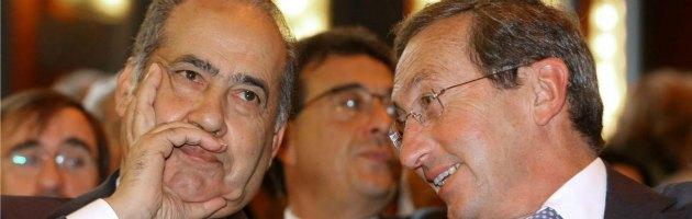 "Berlusconi, Fini: ""Un dinosauro"" e Pisanu: ""Ho visto Pdl rifluire a destra"""