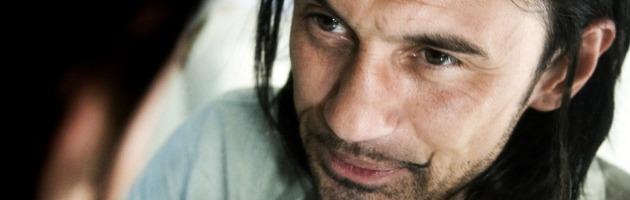 John De Leo in concerto, al BenTiVoglio Club il romagnolo ricorda Demetrio Stratos