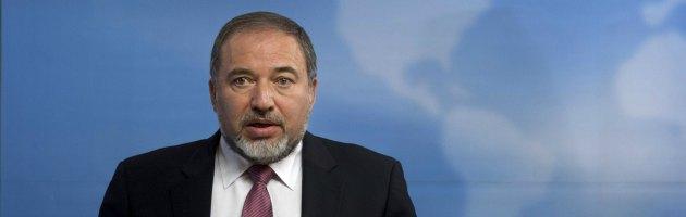 Israele, inchiesta per frode: il ministro degli Esteri Lieberman si dimette