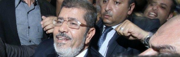 """Egitto, Al Arabiya: """"Morsi ha annullato il decreto sui poteri"""""""