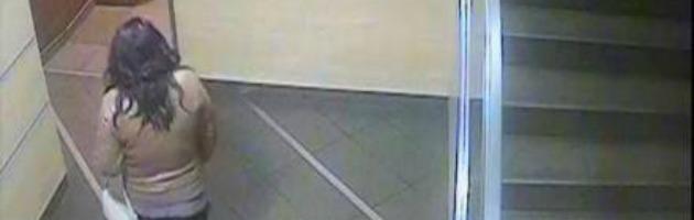 """Roma, neonato gettato nel water di un fast food: """"Emanuele sta benino"""""""