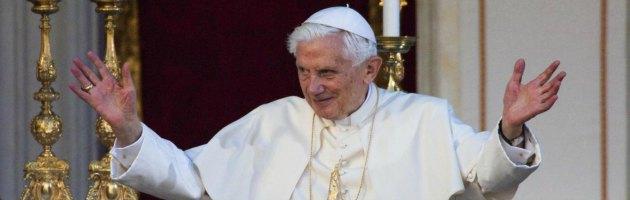 Il Vaticano diventa social, padre Lombardi inventa la parabola del Papa twittatore