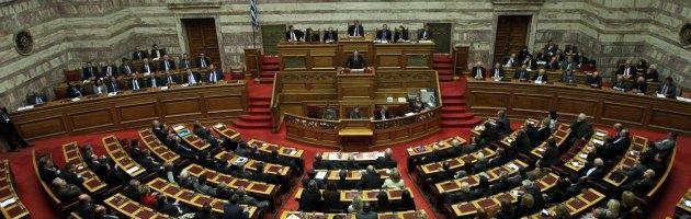 Grecia, la casta si tutela. Vietati cumuli delle pensioni, ma a partire dal 2013