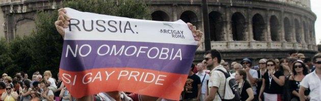 """In Russia vietata la """"propaganda gay"""". Milano ritira il gemellaggio"""