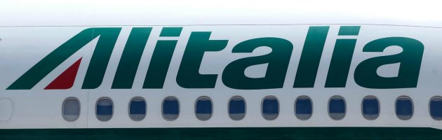 Alitalia, Air France prepara l'offerta: fusione possibile prima dell'estate