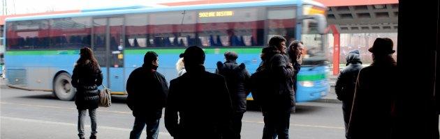 Trapani come l'Alabama degli anni '60: bus separati per bianchi e immigrati