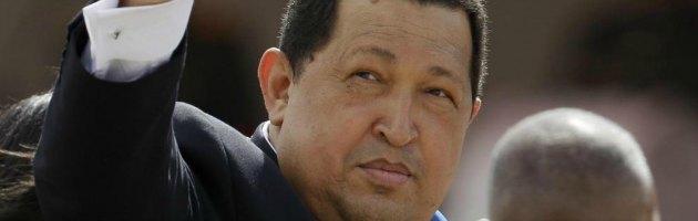 """Chavez, allarme per la sua salute. Il governo venezuelano: """"Cosciente"""" e mostra foto"""