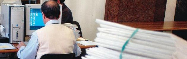 Pubblica amministrazione, governo blocca stipendi per due anni. Statali in rivolta