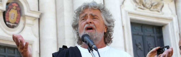 """Elezioni, Grillo: """"Economisti ritardati morali, noi seconda forza politica"""""""