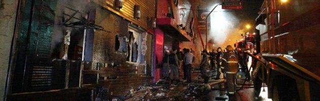 Brasile, discoteca in fiamme: festa universitaria finisce con 231 morti