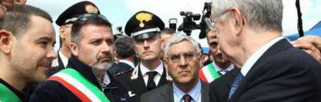"""Monti contestato dai terremotati: """"Ti ricordi di noi solo in campagna elettorale"""""""
