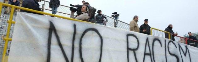 Calcio, razzismo: sarà la polizia a decidere lo stop alle partite