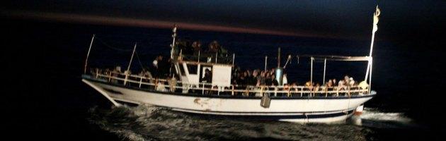 Sicilia, migranti gettati in mare da scafisti: recuperato un cadavere