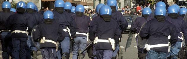 Pestarono ultras e lo resero invalido al 100%. Assolti otto poliziotti di Bologna