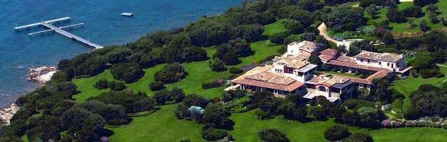 Foto villa Certosa, Berlusconi chiede 100mila euro a ex direttore Oggi
