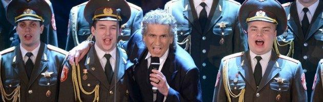 Sanremo 2013, Toto Cutugno 'sovietico' e i 'Fischiatori della Libertà'