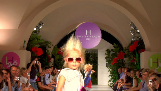 La fabbrica delle bambole  l infanzia vista dal mondo della moda ... d79a4038b7dd