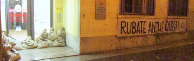 """Casapound, blitz contro Mps: """"Banche da riformare, finanzino solo economia reale"""""""