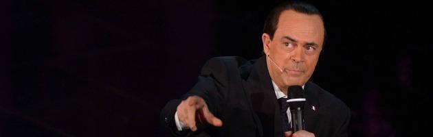 Sanremo 2013, Crozza contestato dal pubblico dopo la parodia di Berlusconi