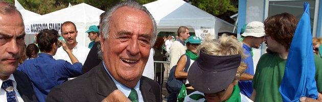 """Treviso, il vice sindaco Gentilini """"barrica"""" parcheggio-ricovero dei senzatetto"""