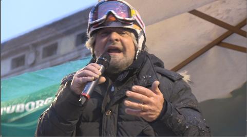 """Grillo, tsunami a Rovigo: """"Magari il prossimo sarà un papa nero"""" (video)"""