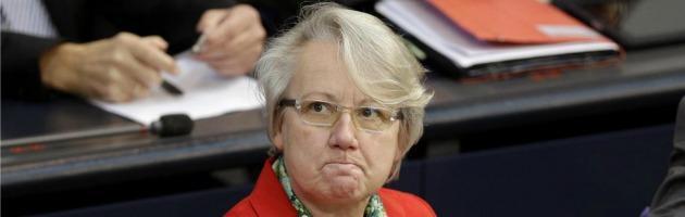 Germania, il ministro dell'Istruzione Schavan si dimette: copiò tesi