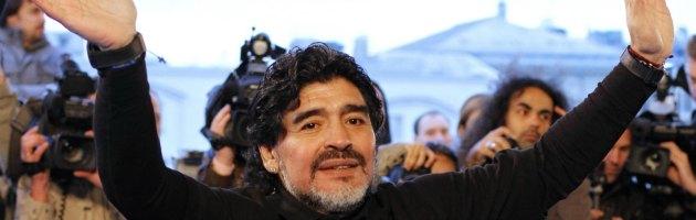 """Maradona a Napoli, il legale: """"Vuole parlare con Napolitano. Non è un evasore"""""""