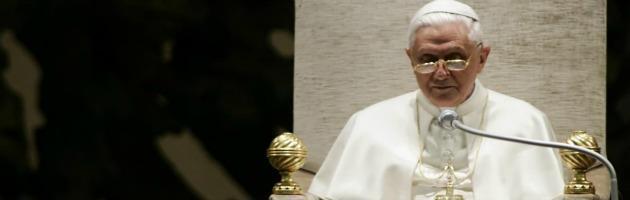 """Dimissioni Papa, ovazione all'udienza: """"Giorni non facili, pregate per me"""""""