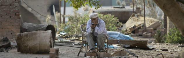 """Egitto, crisi economica da record. Appello del governo: """"Non mangiate troppo"""""""